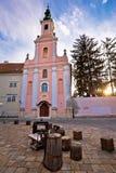 Gammal Varazdin kyrka- och gatasikt Royaltyfri Foto