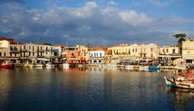 Gammal Venetian hamn i stad av Rethymno Arkivfoton