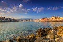 Gammal Venetian port av Chania på soluppgång, Kreta Fotografering för Bildbyråer