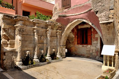 Gammal venetian springbrunn i stad av Rethymno Royaltyfri Fotografi