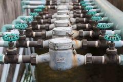 Gammal ventil för hushållvattenrör royaltyfria bilder