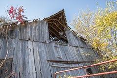 gammal övergiven ladugård Arkivbild