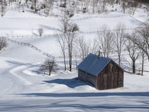 Gammal Vermont ladugård i vinter royaltyfri fotografi