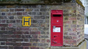Gammal viktoriansk Postbox Royaltyfri Bild