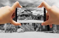 Gammal vilda västerncowboy Town Black och vit Arkivbild