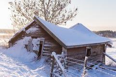 gammal vinter för ladugård Arkivbild