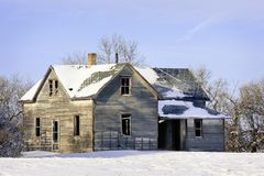gammal vinter för lantgårdhus Arkivbilder