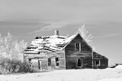 gammal vinter för lantgårdhus Royaltyfria Bilder