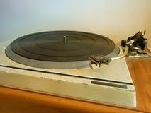 Gammal vinylskivspelare Arkivbilder