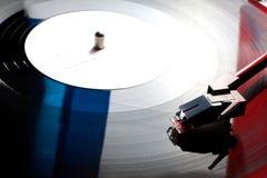 Gammal vinylskivspelare med röd blå vit för färger som flaggan Frankrike Royaltyfria Bilder