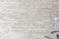 Gammal vit tegelstenvägg för bakgrund Royaltyfria Foton