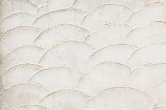 Gammal vit vägg med fiskvåg royaltyfri fotografi