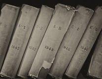 Gammal volym av arkivböcker royaltyfria bilder