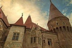 Gammal vykort med sikt av en del från den Corvin slotten Arkivfoto