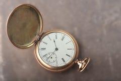 gammal watch för guld Arkivbilder