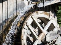 Gammal watermill Royaltyfri Bild