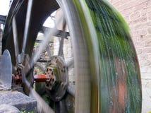 gammal waterwheel Arkivfoto