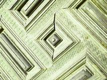 gammal wood dörr med rektanglar som målas i ljus - gräsplan Arkivbild
