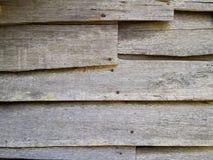 Gammal wood panelbrädasiding på övergett hus Royaltyfri Bild