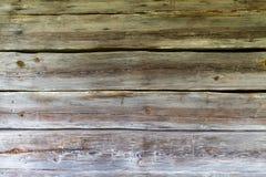 Gammal wood panelbrädasiding på övergett hus Arkivfoto