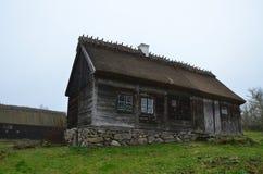 Gammal wood stuga Royaltyfria Foton