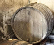 Gammal wood trumma i winekällare Royaltyfri Fotografi