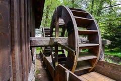 Gammal wood watermill Royaltyfri Foto