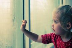4 gammala år för gullig flicka Arkivbilder