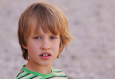 6 gammala år för pojke Arkivfoto