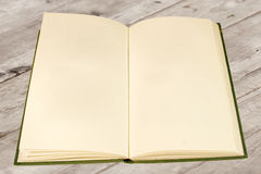 gammala öppna sidor för blank bok Royaltyfri Fotografi