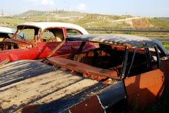 gammala övergivna bilar Arkivbilder