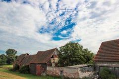 gammala övergivna hus Arkivbilder