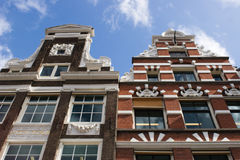 gammala amsterdam byggnader Royaltyfria Bilder