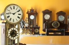 gammala antika klockor Arkivbild