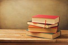 Gammala böcker för tappning Royaltyfri Bild
