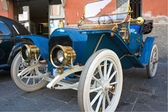 gammala bilar Arkivbilder