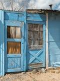 gammala blåa dörrar Royaltyfria Foton