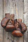 gammala boxninghandskar Fotografering för Bildbyråer