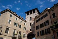 Gammala byggnader i Verona Royaltyfria Bilder