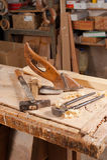 Gammala carpentryhjälpmedel Arkivfoto