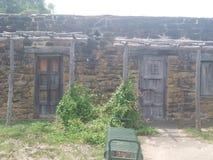 gammala dörrar royaltyfria bilder