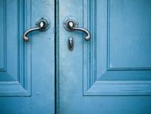 gammala dörrhandtag Arkivfoto