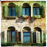 Gammala fönster arkivfoto