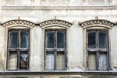 gammala fönster Arkivbild