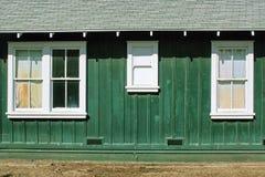 gammala fönster för grönt hus Royaltyfri Bild