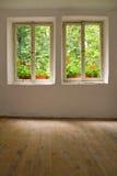 gammala fönster för hus Royaltyfria Bilder
