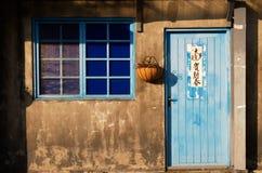 gammala fönster för hus Royaltyfria Foton