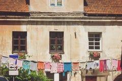 gammala fönster för hus Arkivbilder