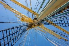 gammala för marin- mast för hempstege piratkopierar nautiska skytteln för shipen för reprephavet uppför trappan Arkivbild