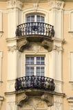 gammala fönster för town två Royaltyfria Foton